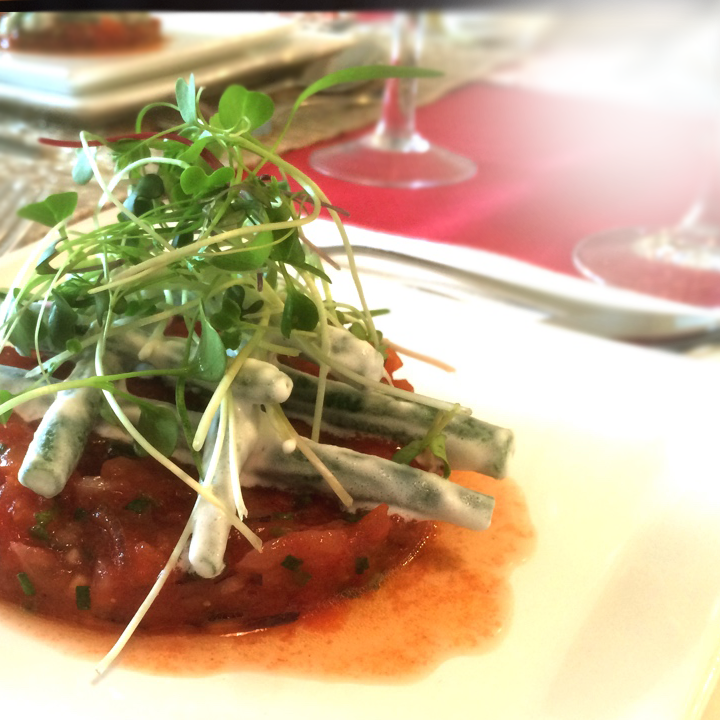 Salada de vagem com tartare de tomate
